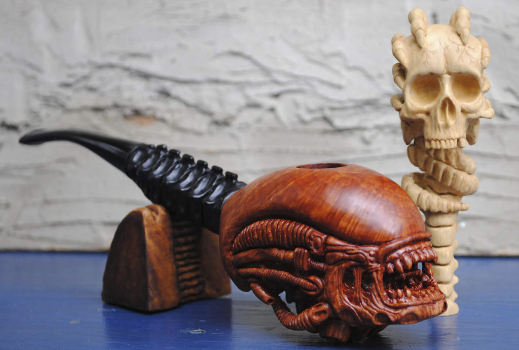 Xenomorph - smoking pipe carved from briar wood - smoking pipe carved from briar wood