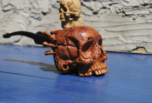 Skull pipe - Carved from briar wood